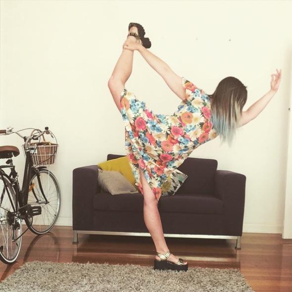 standing-bow-dress